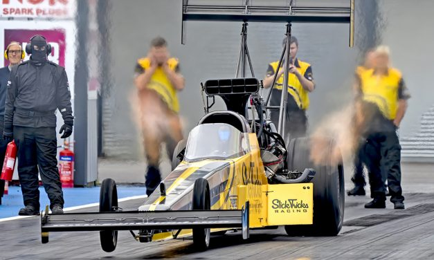G2E Motorsport partners with Santa Pod this weekend to present Top Fuel Dragster, Fuel Funny Car Shootouts